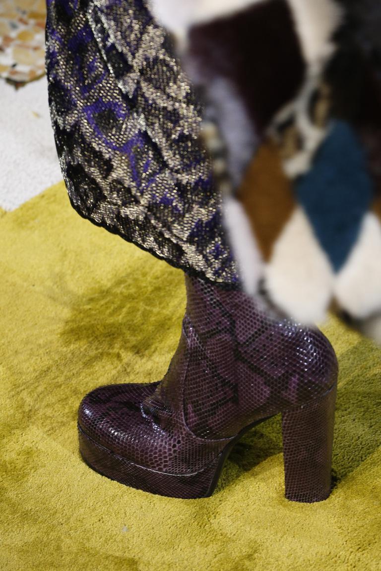 На фото: иодные сапоги на платформе – тренд осени 2016 и зимы 2017 из коллекции Roberto-Cavalli.