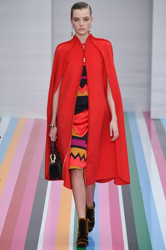 На фото: ярко-алый оттенок – модный цвет сезона осень-зима 2016-2017 из коллекции Salvatore-Ferragamo.