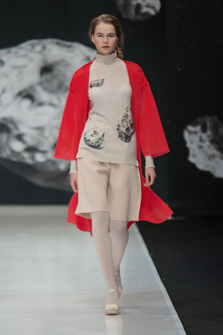 На фото: ярко-алый оттенок – модный цвет сезона осень-зима 2016-2017 из коллекции  Sergey-Sysoev6.