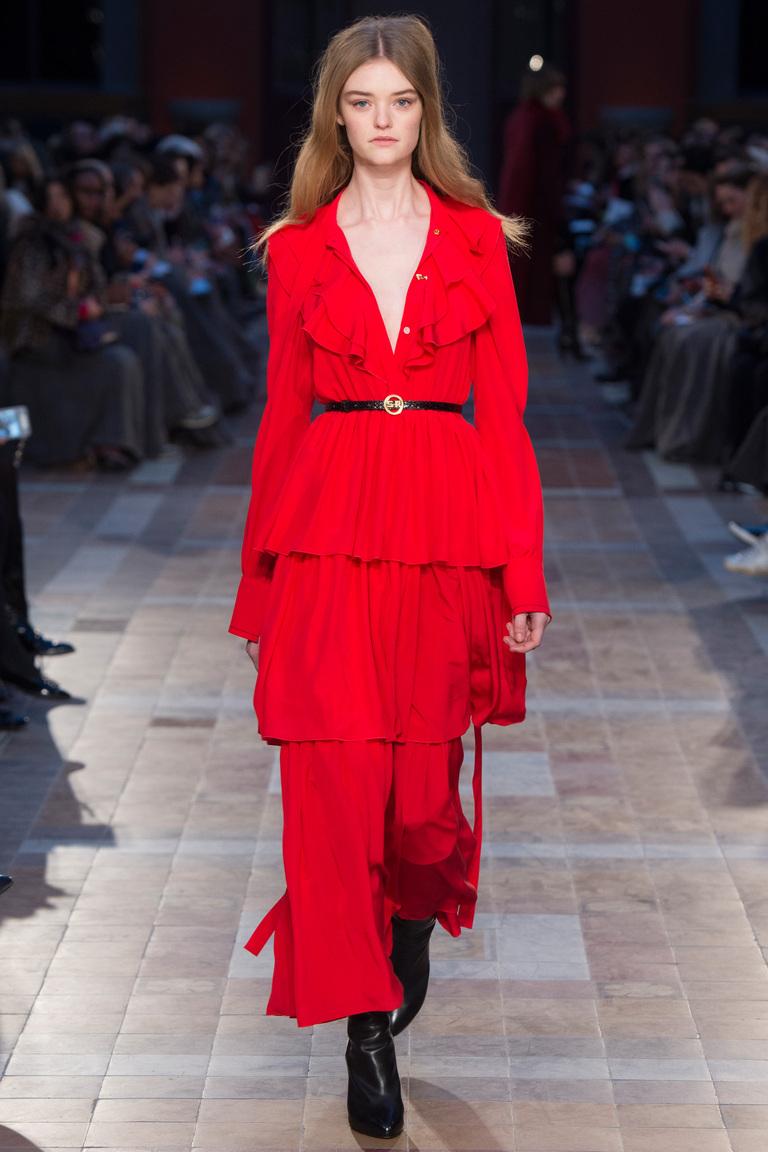 На фото: ярко-алый оттенок – модный цвет сезона осень-зима 2016-2017 из коллекции Sonia-Rykiel.