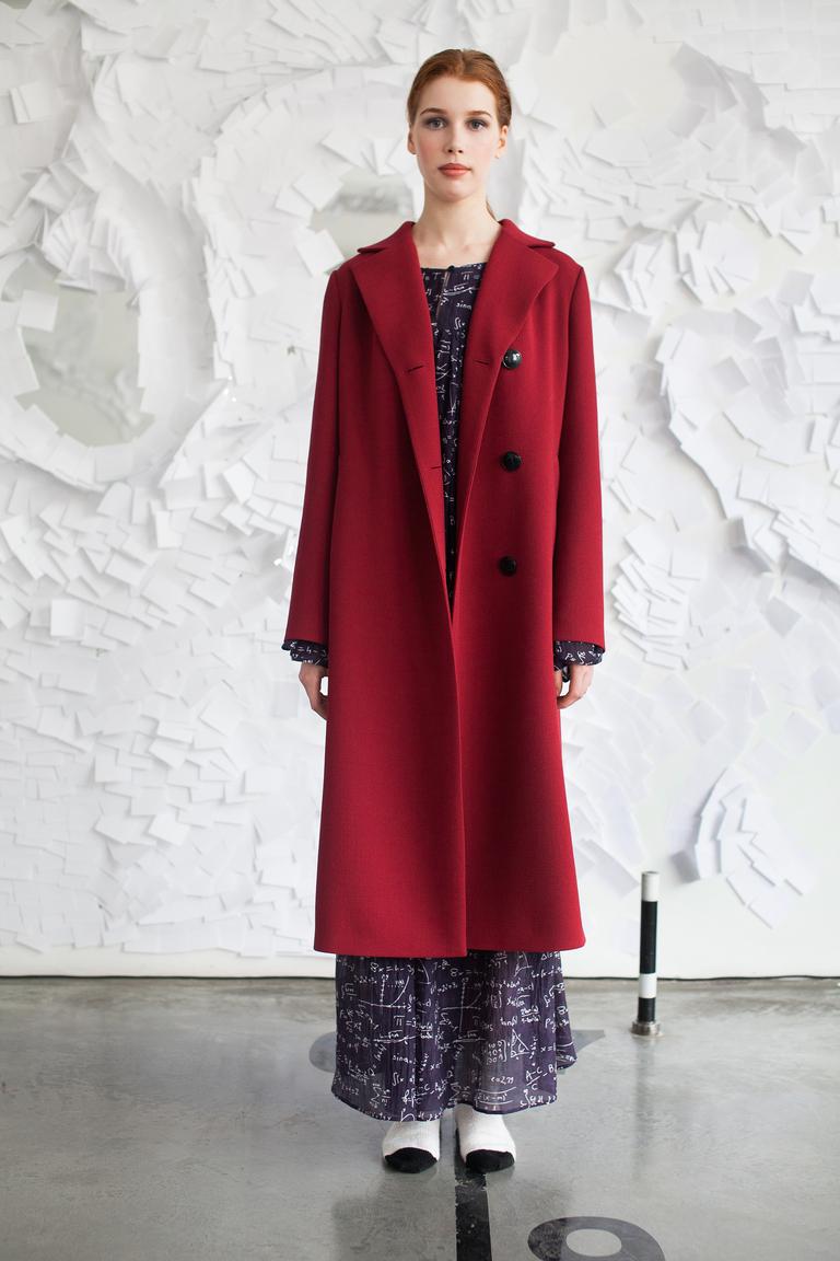 На фото: ярко-алый оттенок – модный цвет сезона осень-зима 2016-2017 из коллекции  Tatyana-Parfionova.