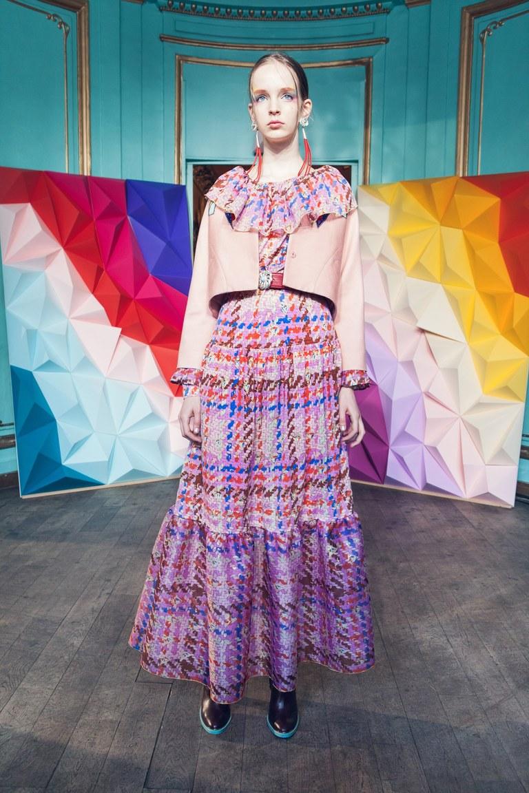 На фото: модный цвет одежды сезона осень-зима 2016-2017 из коллекции Tsumori-Chisato.