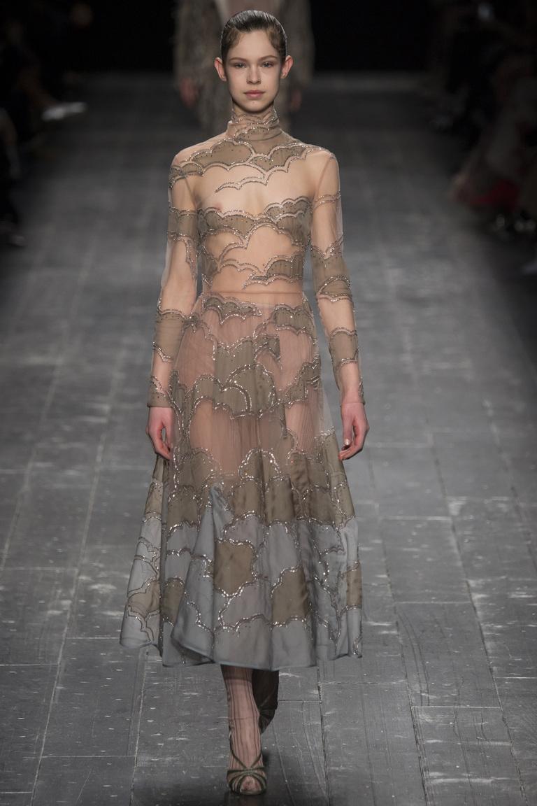 На фото: мода 2017: вещи из прозрачных тканей - из коллекции Valentino.