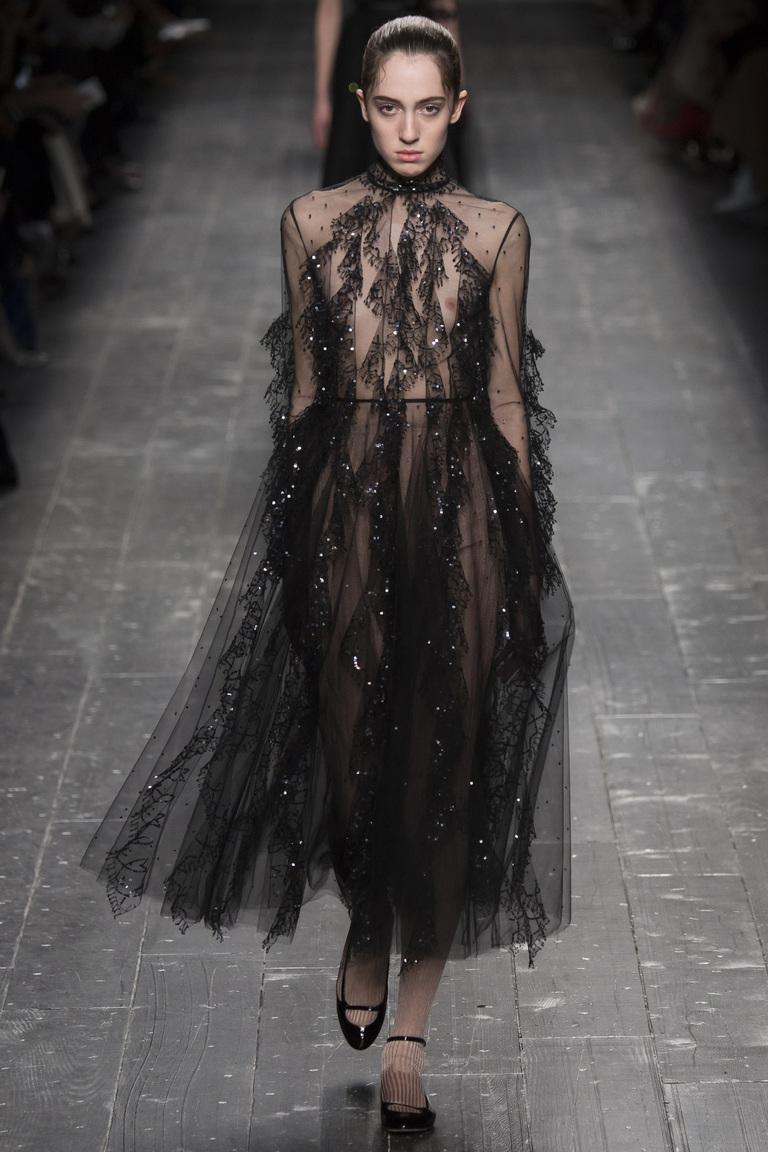 Тренды моды 2017: вещи из прозрачных тканей из коллекции Valentino.