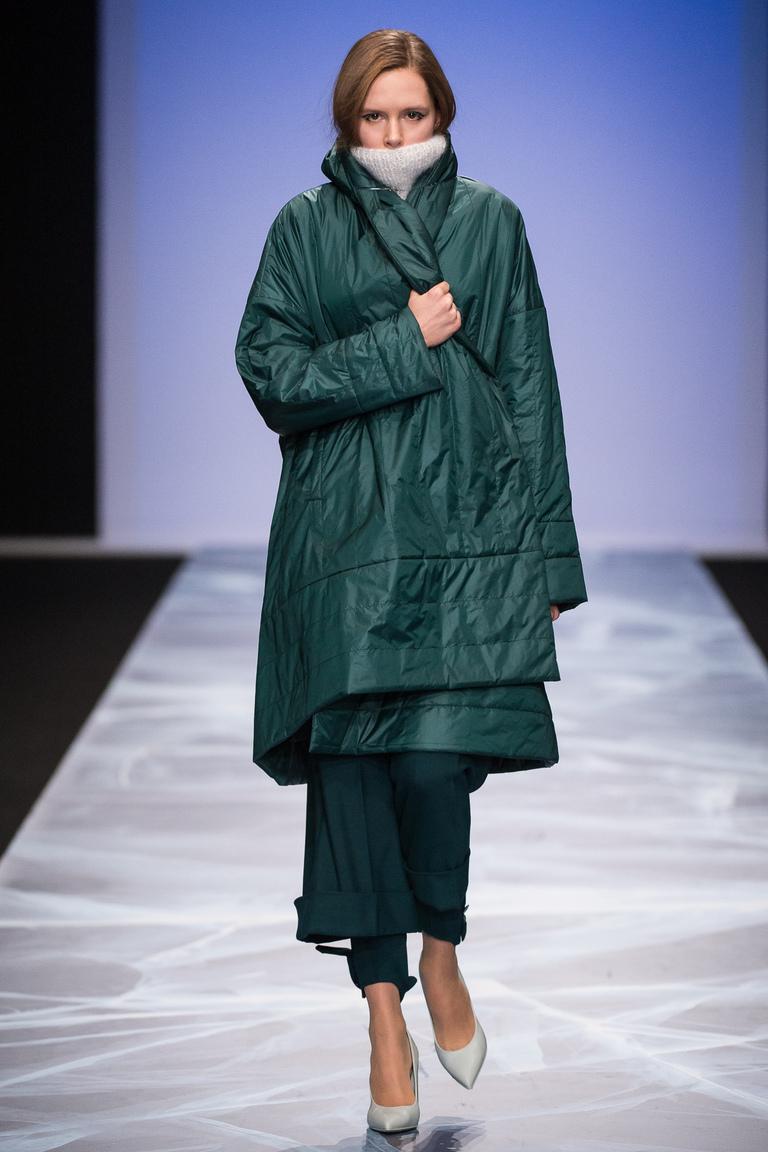 На фото: объемный пуховик – модная верхняя одежда зимы 2017из коллекции Victoria-Andreyanova