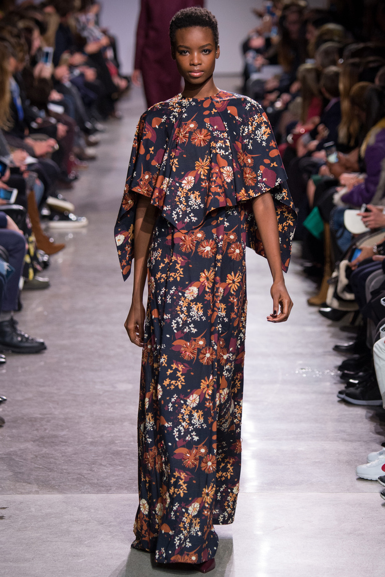 Модное длинное платье из коллекции Zac-Posen с цветами