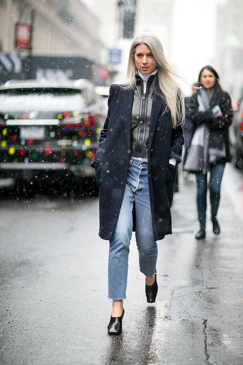На фото: уличной моды осень зима 2016-2017.