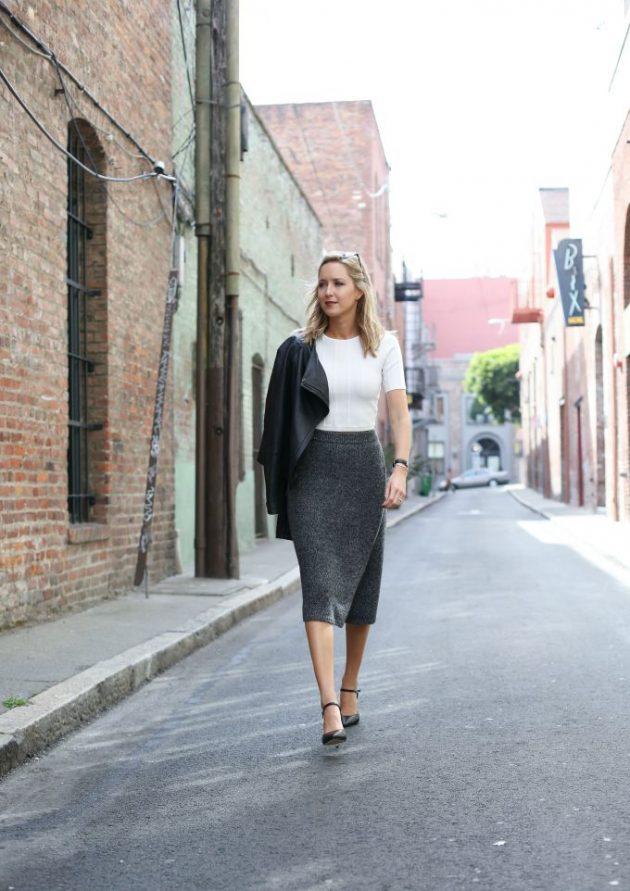 На фото: темно серого цвета юбка «карандаш» – новинка этого сезона.