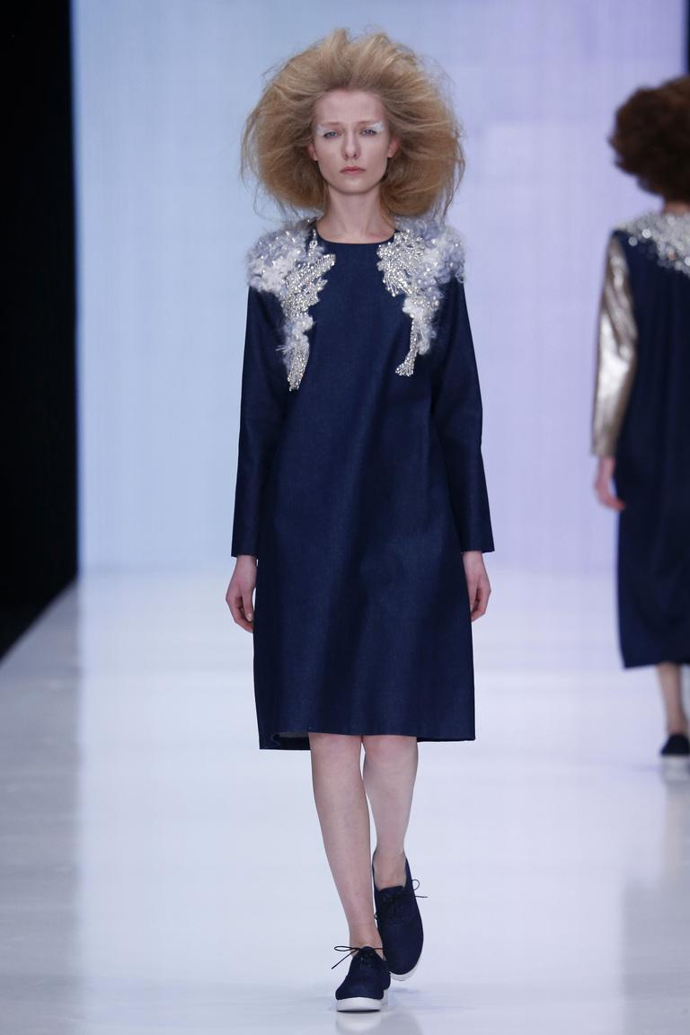 На фото: яркие новинки сезона - платье с кружевным воротником из коллекции Ksenia-Knyazeva.