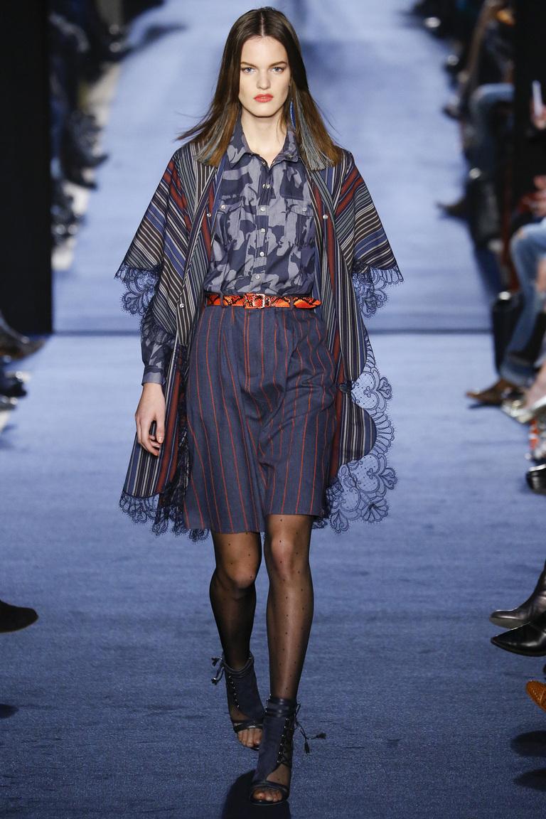На фото: модная юбка 2017 с баской  из коллекции Alexis-Mabille.
