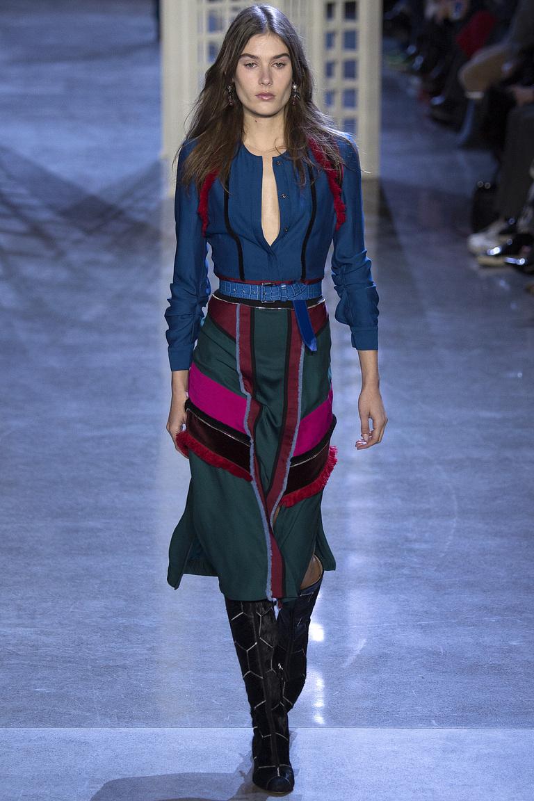 На фото: модная юбка 2017, украшенная аппликациями из коллекции  Altuzarra.