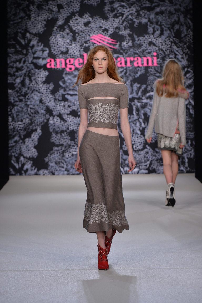 На фото: модная юбка 2017, украшенная аппликациями из коллекции Angelo-Marani.