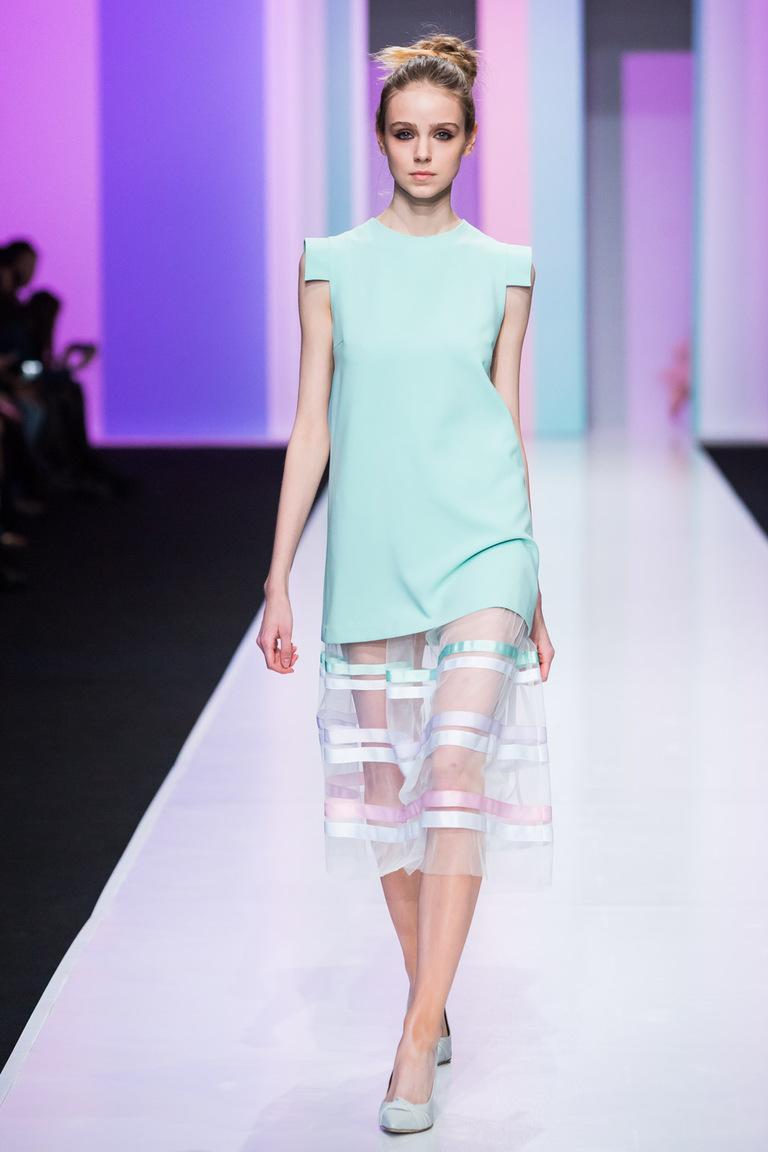 На фото: яркие новинки сезона - платье из коллекции Anna-Ryapasova.