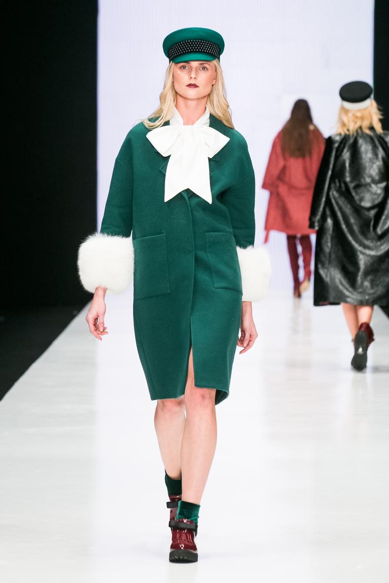 На фото: пальто с принтом из коллекции Bella-Potemkina.