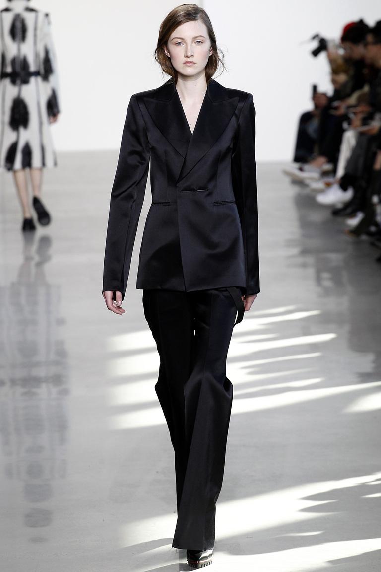 Модные класси ческие женские брюки 2017 фотообзор коллекциии Calvin-Klein.