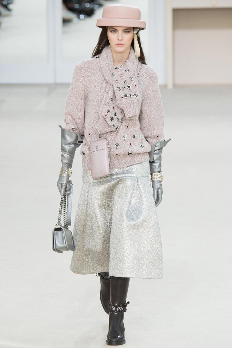 Широкие блестящие женские брюки 2017 из новой коллекции Chanel