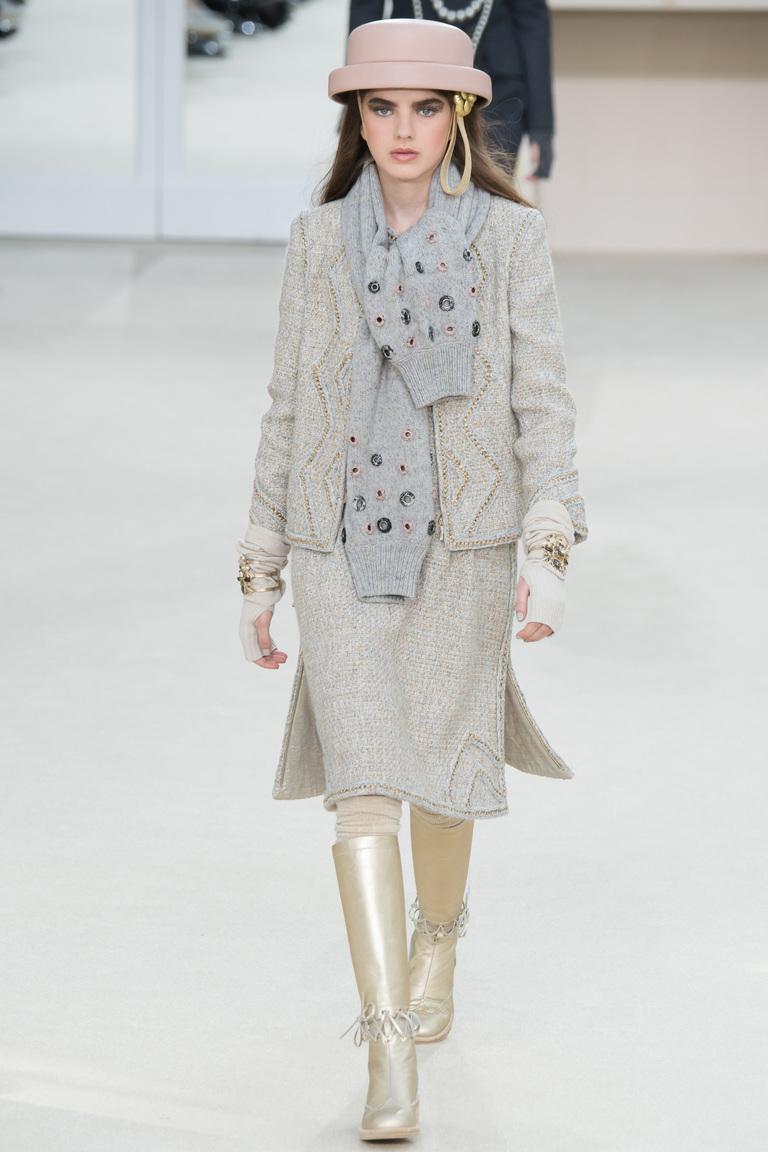 На фото: модная юбка 2017 из коллекции Chanel.