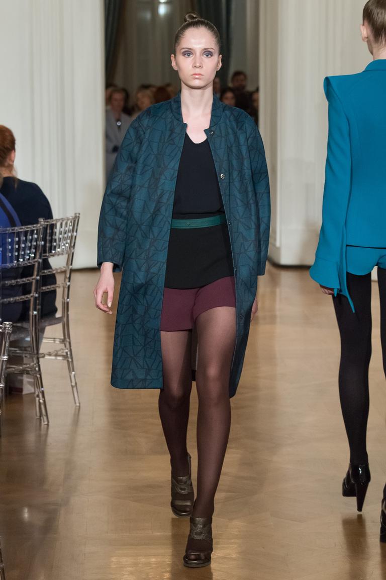 На фото: классическое пальто из коллекции Chapurin.