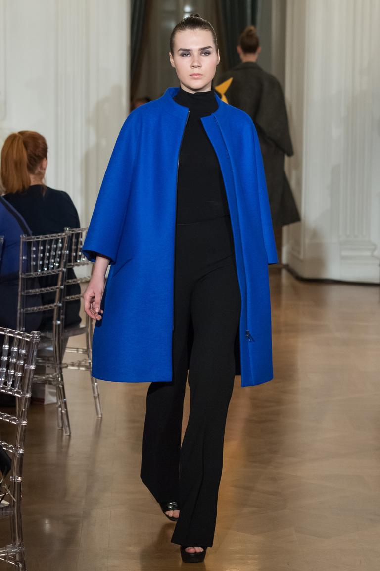 На фото: пальто из коллекции Chapurin.