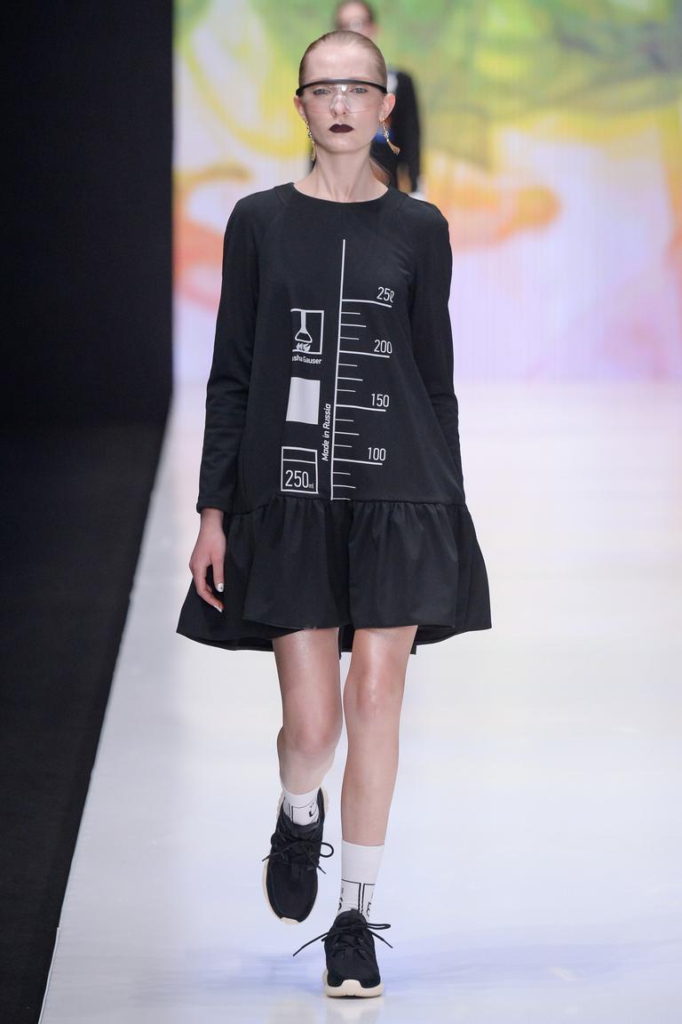 На фото: яркие новинки сезона - короткое платье Dasha-Gauser.