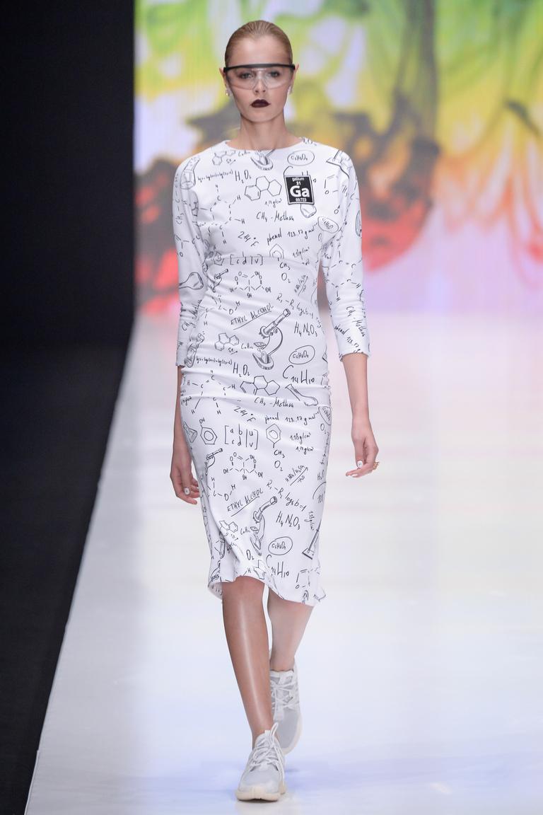 На фото: яркие новинки сезона - платье из коллекции Dasha-Gauser..