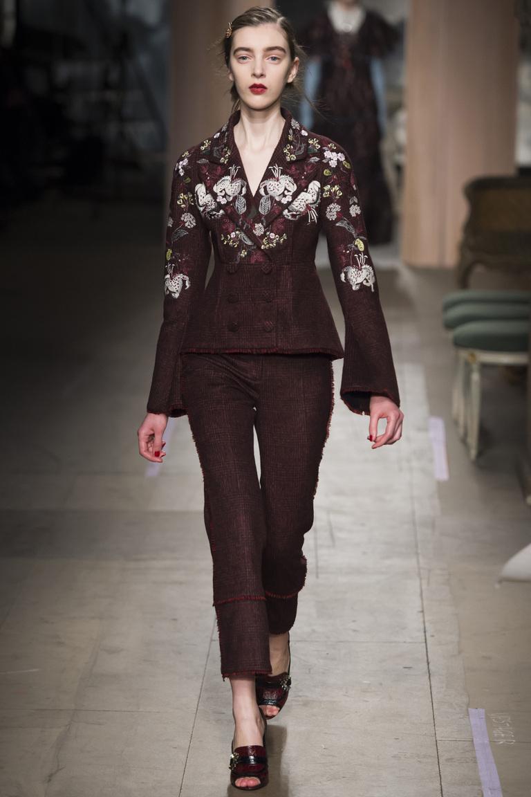 Модные пиджаки, украшенные декоративными деталямизима осень 2016 и зима 2017 фотообзор коллекции Erdem.