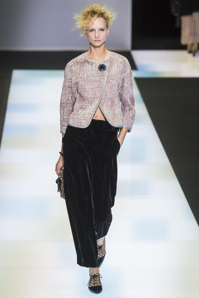 Модные пиджаки, украшенные декоративными деталямизима осень 2016 и зима 2017 фотообзор коллекции Giorgio-Armani.