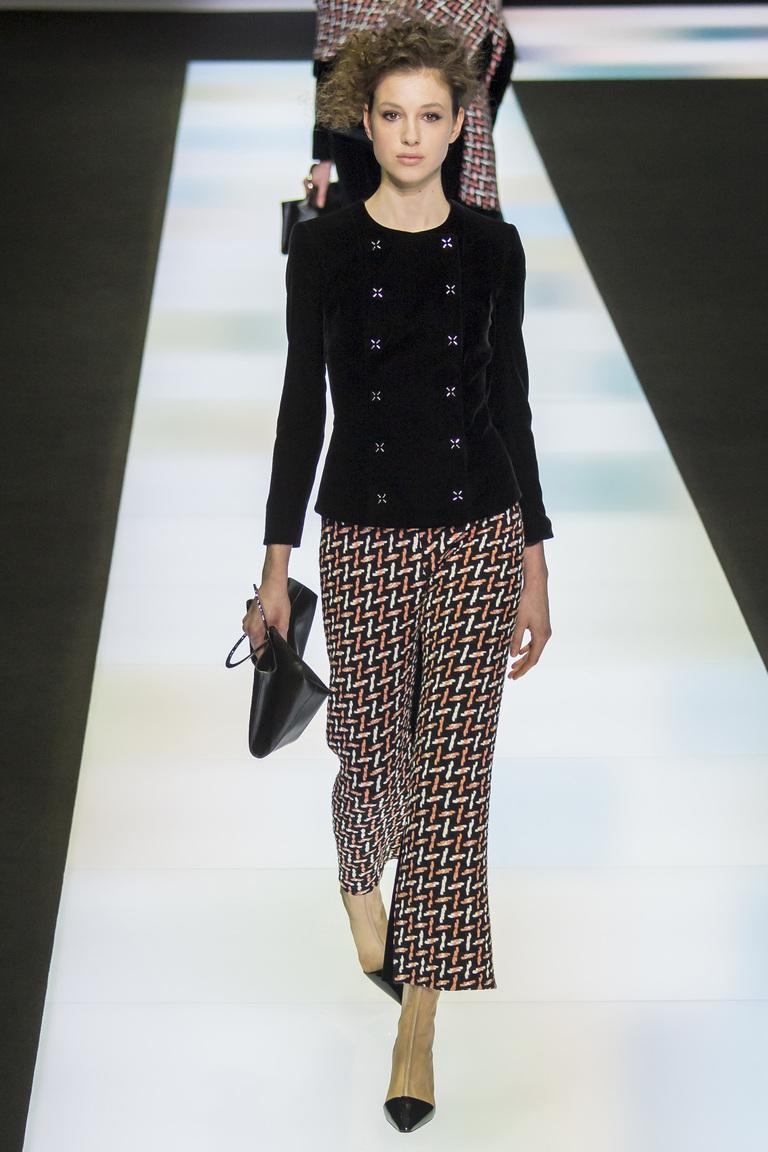 Новая модель модных брюк 2017 с геометрическим принтом из коллекции Giorgio Armani