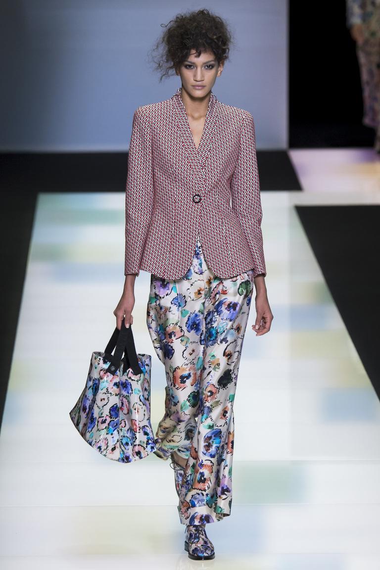 Разноцветные модные женские брюки 2017 из коллекции Giorgio Armani