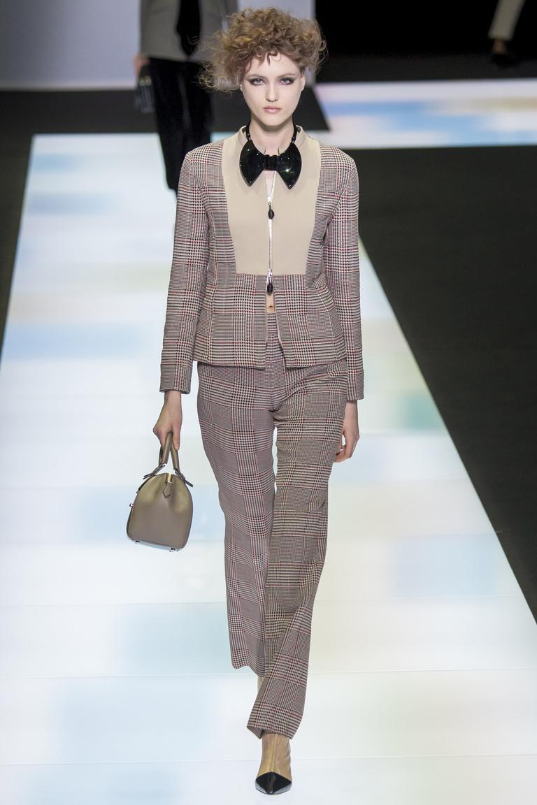 Модные женские брюки 2017 со стрелками фотообзор коллекциии Giorgio-Armani.
