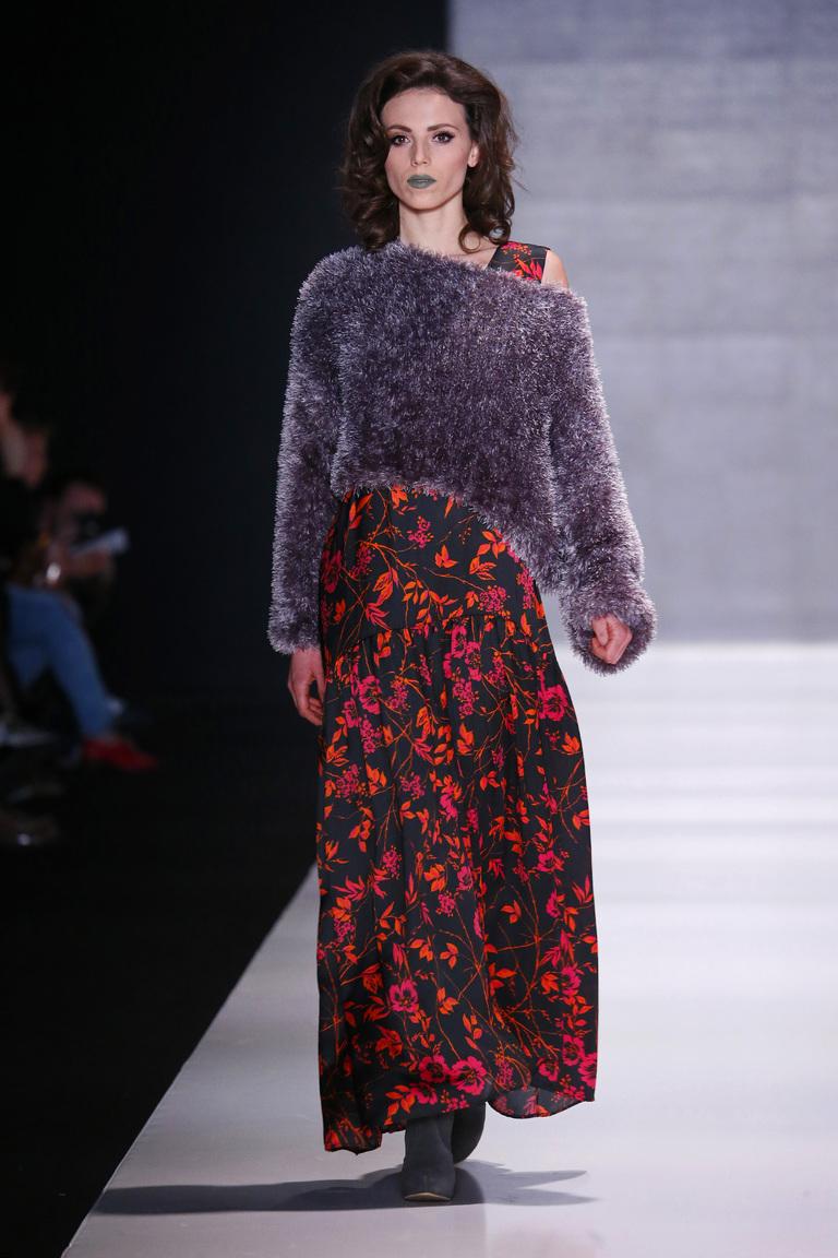 На фото: яркие новинки сезона - длинное платье из коллекции Goga-Nikabadze.