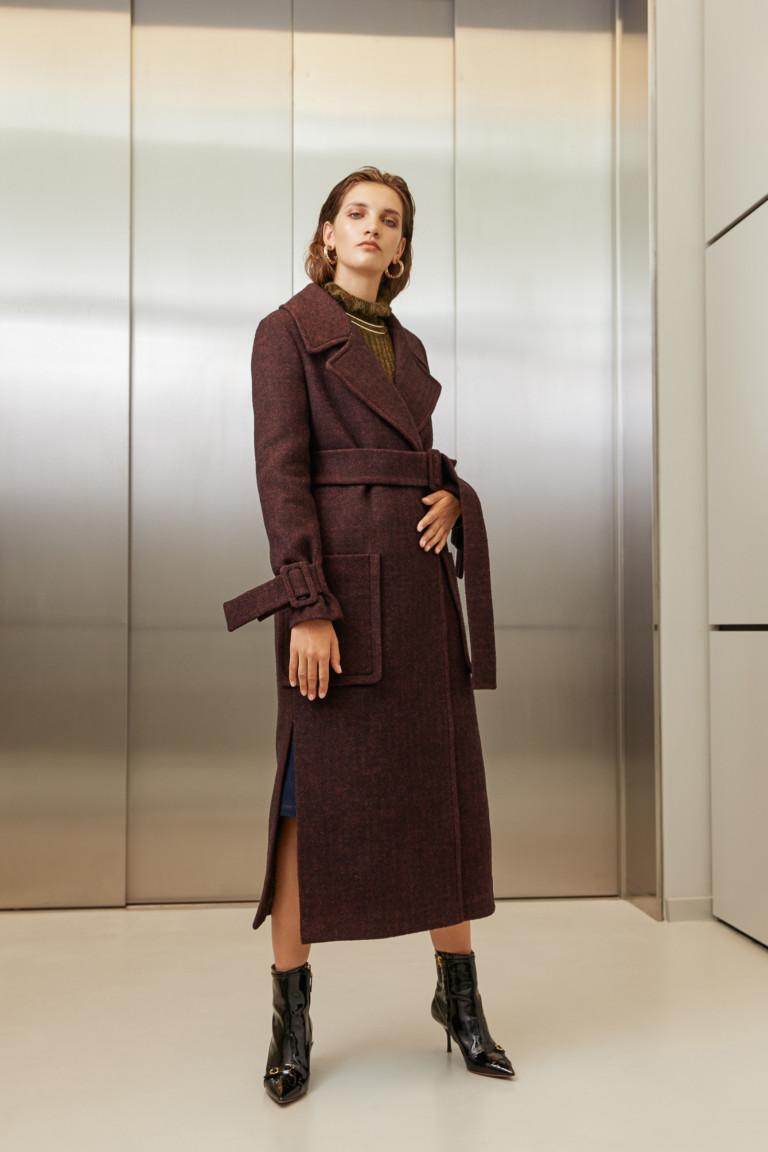 На фото: классическое пальто из коллекции I-AM-Studio.