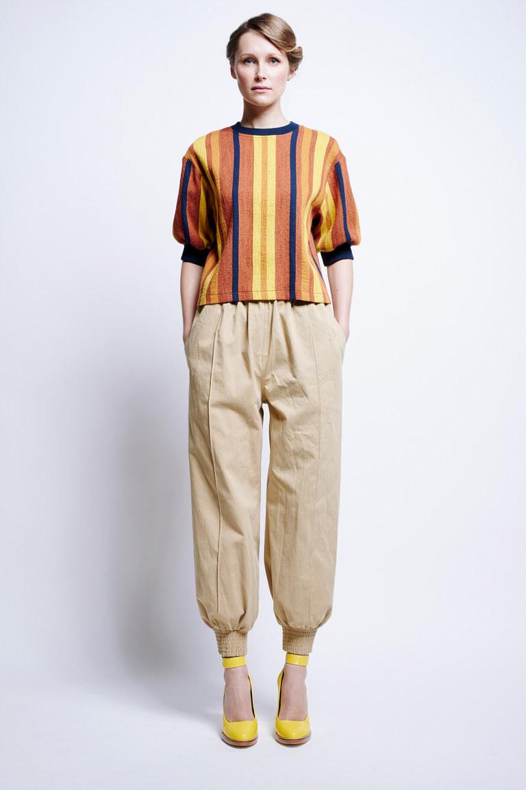 Бежевые модные короткие брюки 2017 - фото новинки из коллекции Karen Walker
