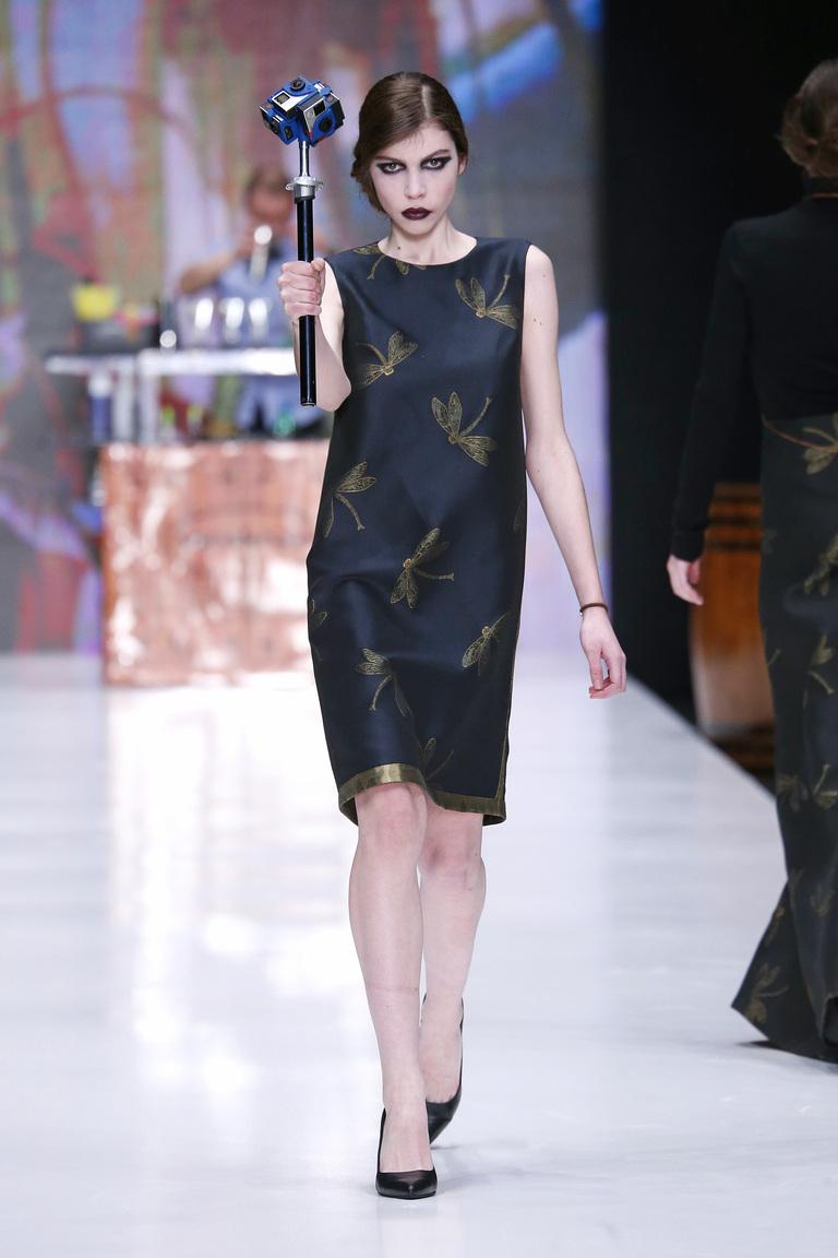 На фото: яркие новинки сезона - платье c принтом из коллекции Ksenia-Knyazeva.