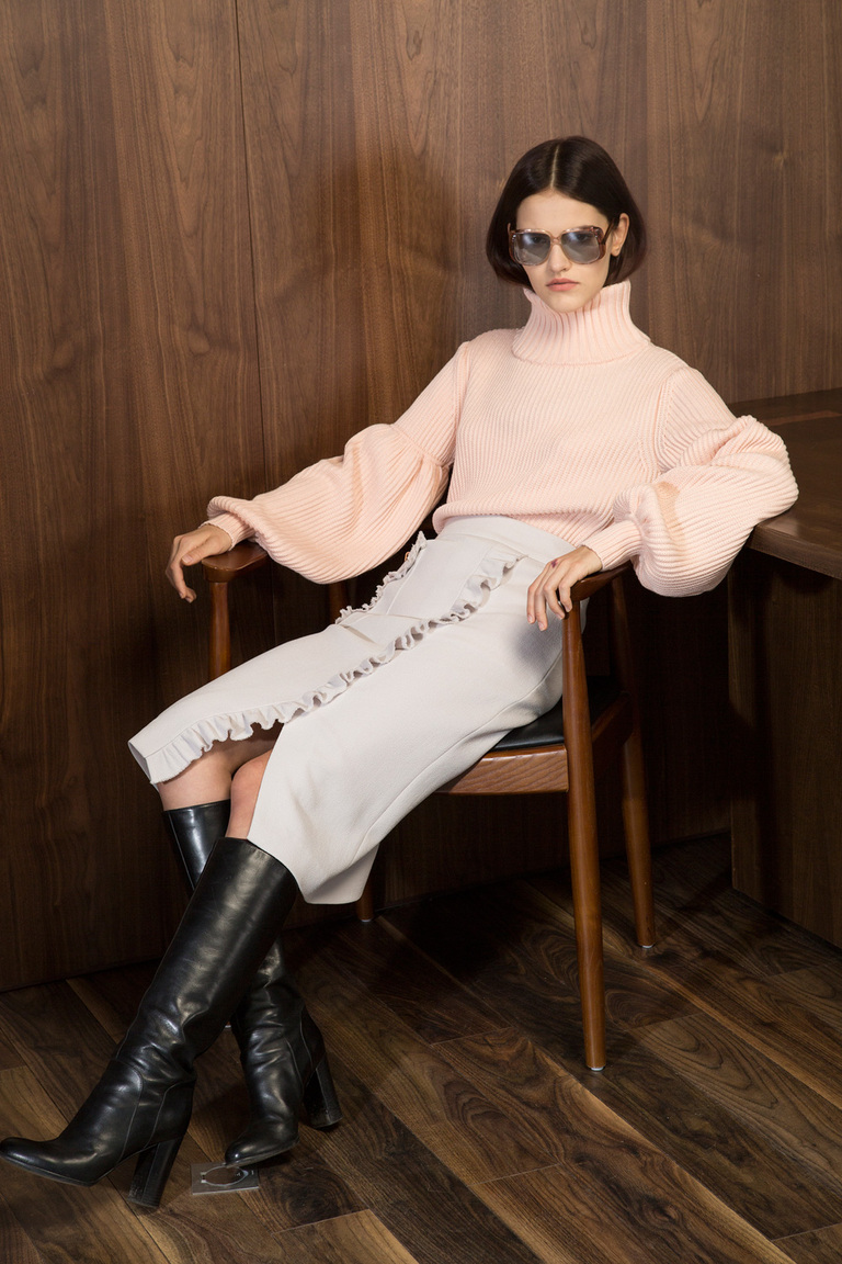 На фото: новый модный образ из коллекции Laroom.