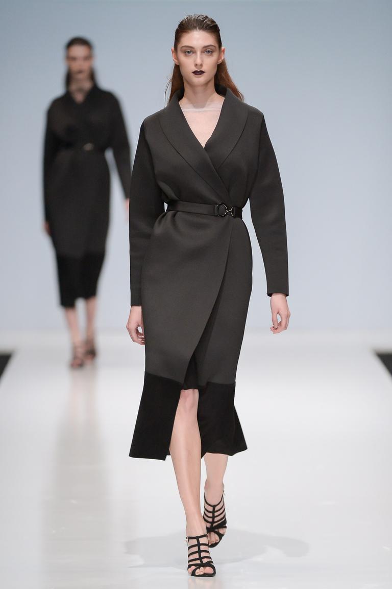 На фото: классическое пальто из коллекции Nadia-Slavina.
