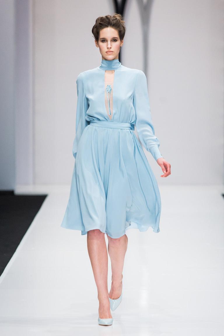 На фото: яркие новинки сезона - платье из коллекции Natalia-Gart.