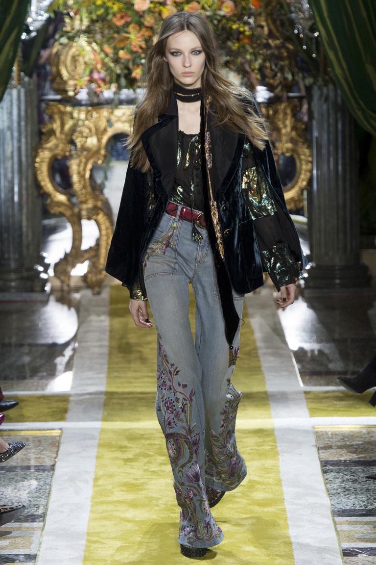 Модные джинсы 2017 клеш с рисунками - фото новинки из коллекции Roberto Cavalli