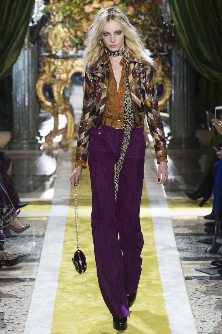 Фиолетовые модные женские брюки 2017 из коллекции Roberto Cavalli