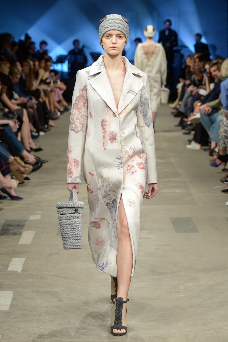 На фото: пальто с принтом из коллекции Ruban.