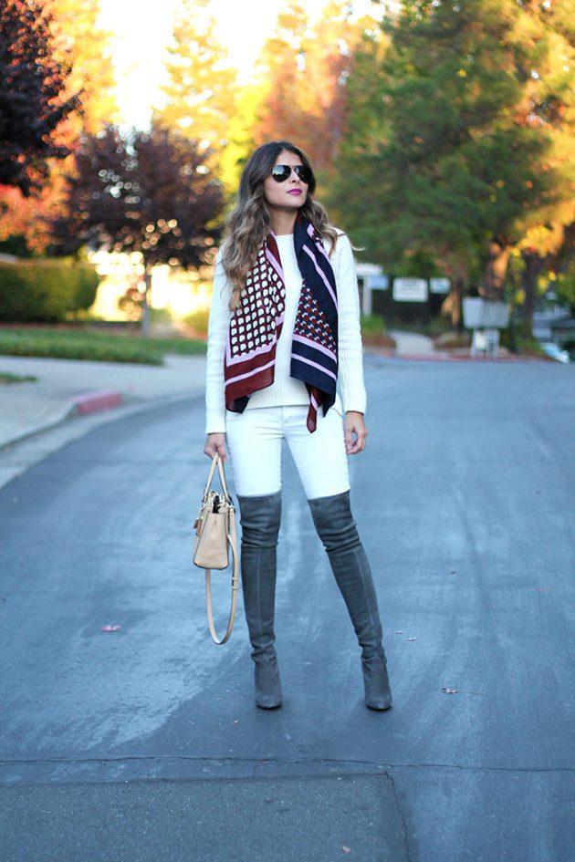 На фото:.замшевые сапоги ботфрты с узкими брюками..