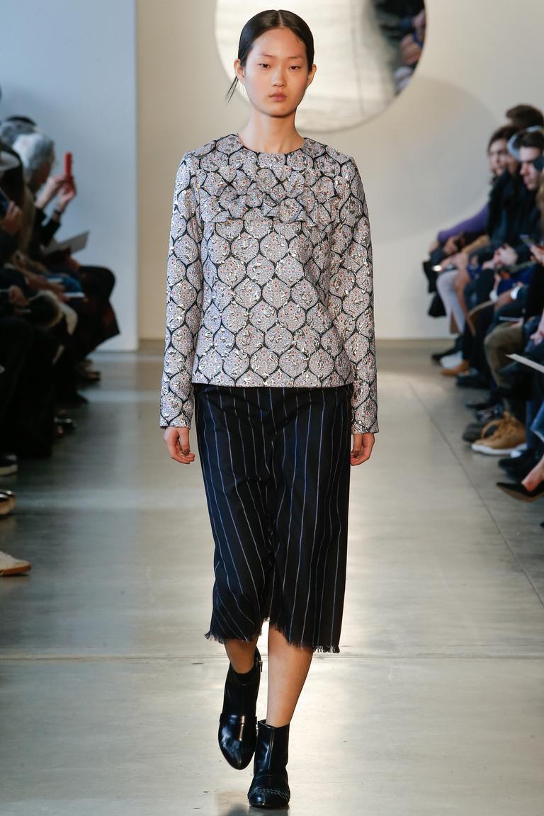 Модные укороченные женские классические брюки 2017 - фотообзор коллекциии Suno.