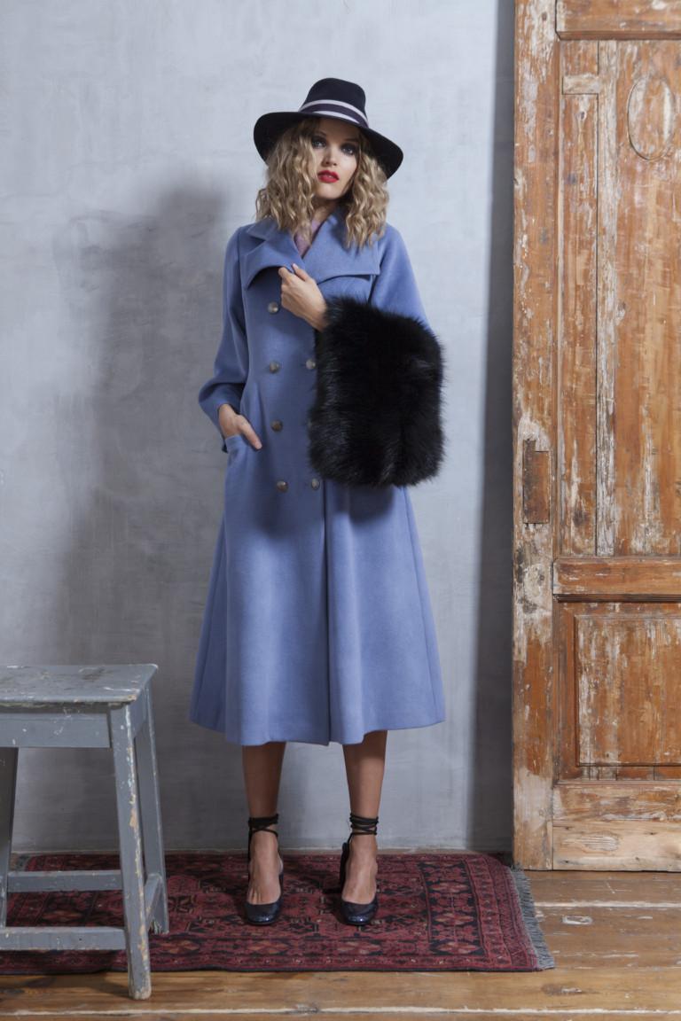 На фото: классическое пальто из коллекции  Valevskaya.