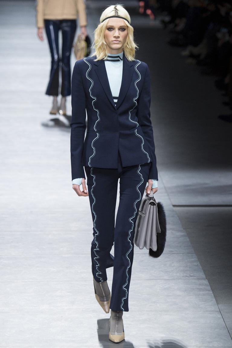 Деловой женский костюм с модными укороченными брюками 2017 из коллекции Versace