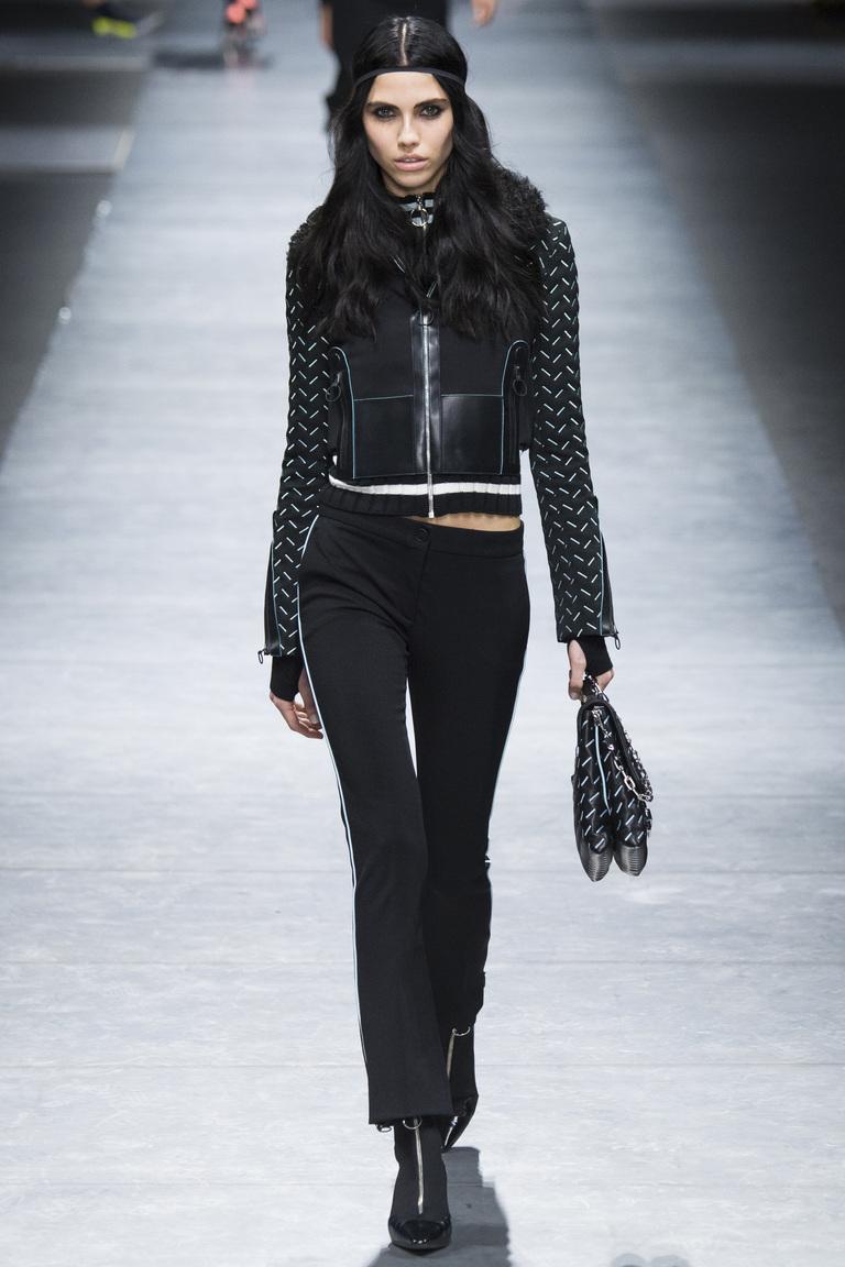 Модные черные укороченные брюки 2017 из коллекции Versace