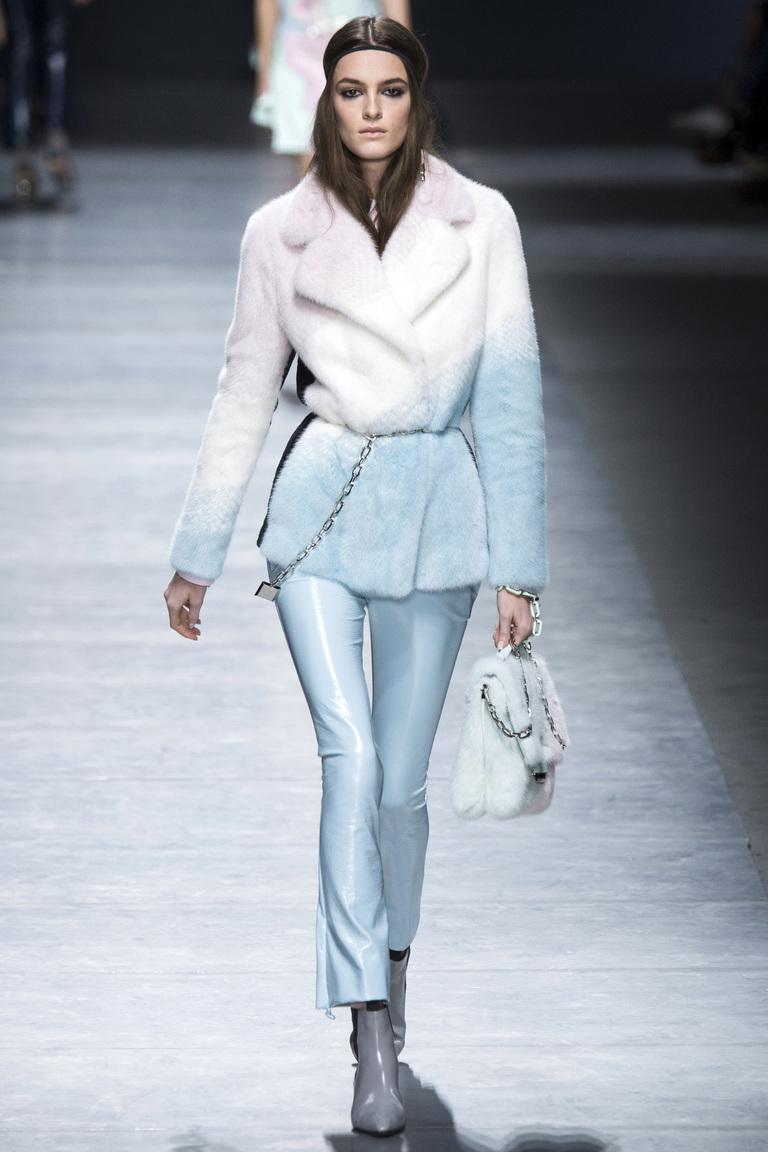 Укороченные голубые модные брюки 2017 из коллекции Versace