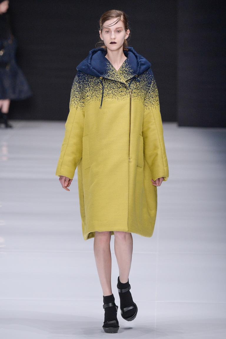 На фото: пальто из коллекции Viva-Vox.