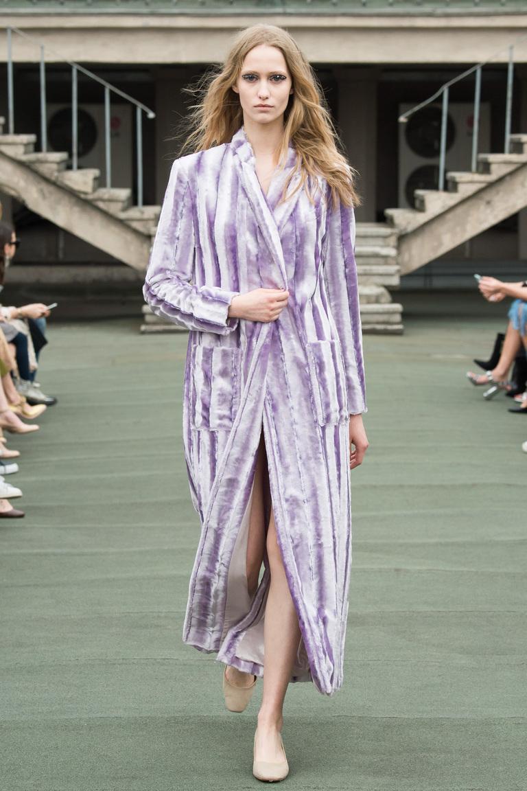 На фото: пальто с принтом из коллекции Walk-of-Shame.