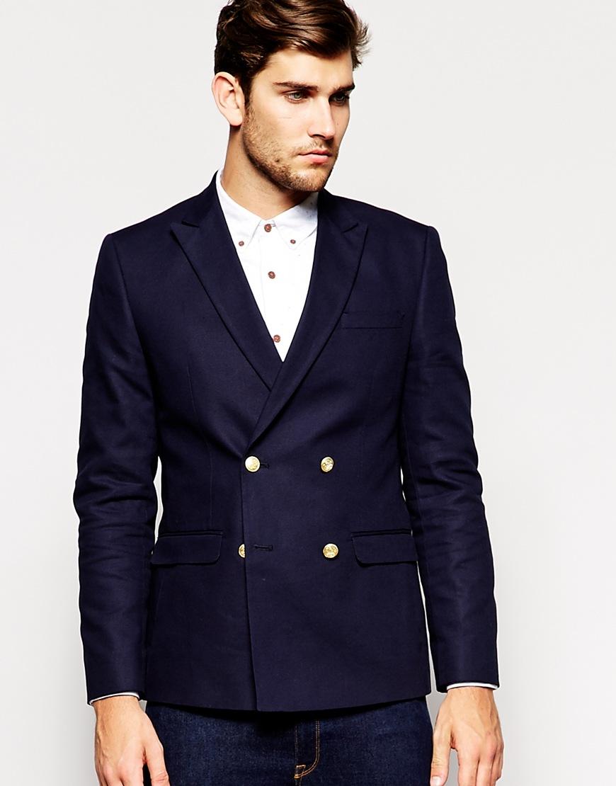 Двубортный пиджак. Четыре пуговицы.