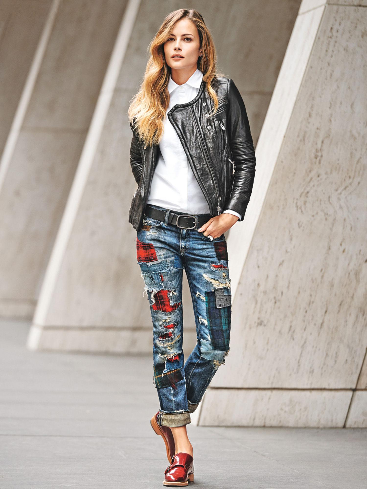 Яркие цветные модные джинсы 2017 с черной кожаной курткой